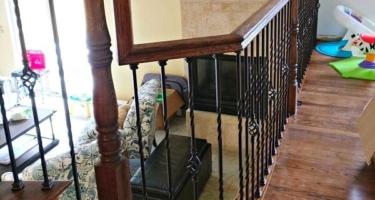 Деревянная лестница на заказ на второй этаж