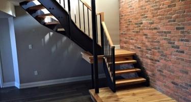 Лестница из дерева на металлокаркасе