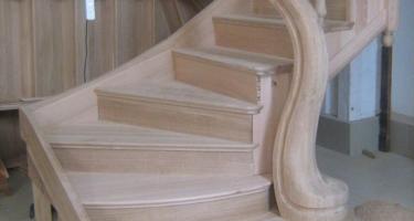 фото деревянной лестницы частном доме цены