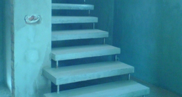 фото до отделки лестницы деревом в Краснодаре