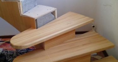 фото до отделки монолитной лестницы деревом в Краснодаре