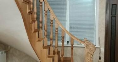 фото лестницы облицованной деревом Краснодар