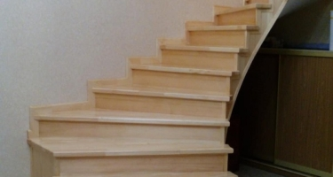 фото отделки лестницы из бетона деревом после Краснодар