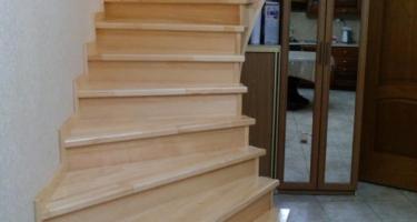 фото отделки лестницы из бетона деревом после бок Краснодар