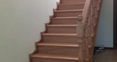 фото после облицовки бетонной лестницы деревом в Краснодаре