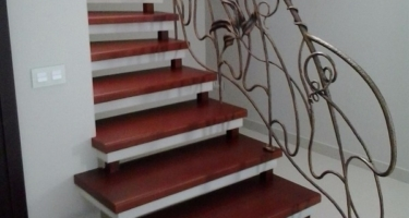 фото после отделки лестницы деревом в Краснодаре