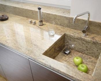рабочая поверхность на кухню из кварцевого камня