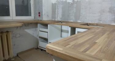 кухня со столешницей из дерева