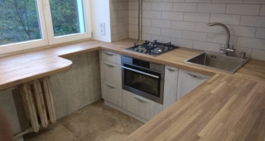 кухня со столешницей из массива