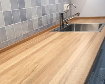 столешница из дерева цельноламельная на кухню