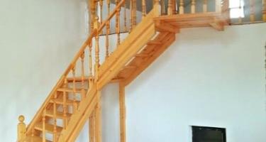 Деревянные лестницы на 90 градусов в Краснодаре