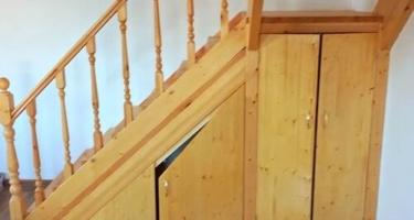 Деревянные лестницы с поворотом 90 градусов в Краснодаре