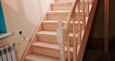 Фото угловой деревянной лестницы