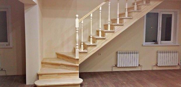изготовление деревянных лестниц в частном доме в Краснодаре