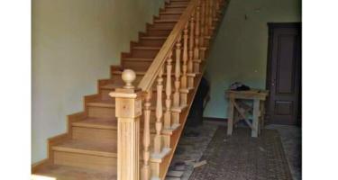 купить прямую лестницу в дом из дерева в Краснодаре