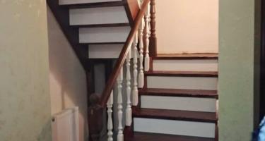 Лестница деревянная поворотная на 90 градусов