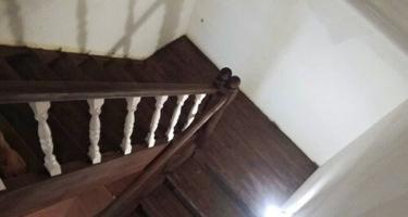 Лестница поворотная на 90 из дерева