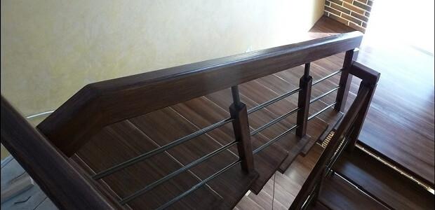 отделка металлокаркаса лестницы деревом в Краснодаре