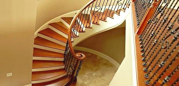 цена отделки лестницы из бетона деревом в Краснодаре