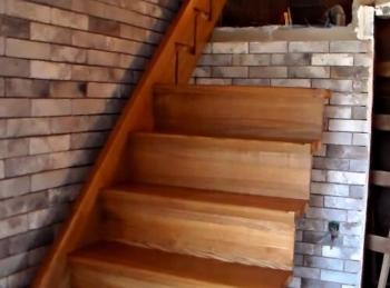 установка деревянной лестницы с прямым маршем