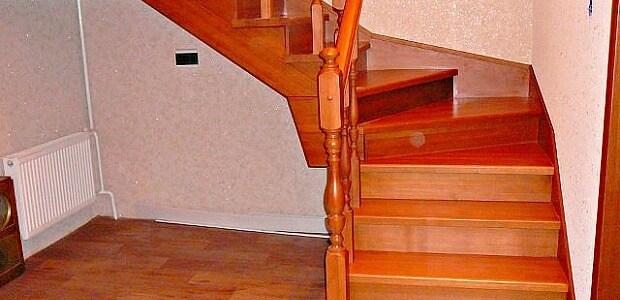 установка лестницы в доме на второй этаж в Краснодаре