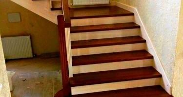 Изготовление Г-образной деревянной лестницы в Краснодаре на заказ