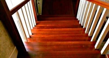 Изготовление Г-образной лестницы из дерева с поворотом на 90