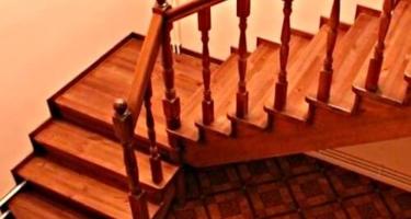 Изготовление деревянной лестницы с поворотом на 90 градусов в Краснодаре