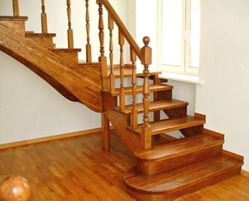 Изготовление деревянных лестниц в Краснодаре