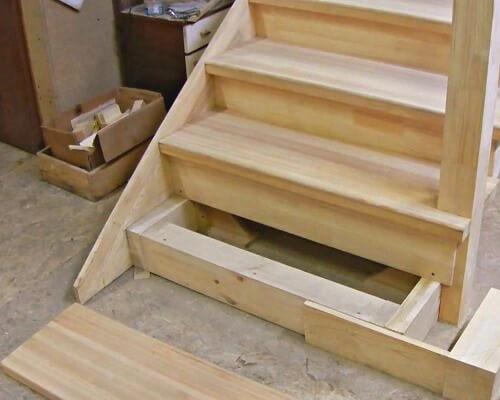 стоимость монтажа лестницы из дерева в Краснодаре