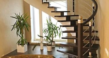 лестница на второй этаж забежная деревянная