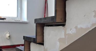 Крепление деревянных ступеней на лестницу