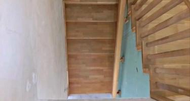 Купить лестницу из дуба на металлокаркасе