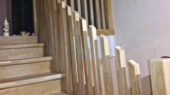 Монтируем балясины на лестнице из дуба