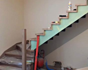 отделка лестницы из металла буком