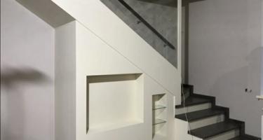Лестница из ясеня на заказ в Краснодаре