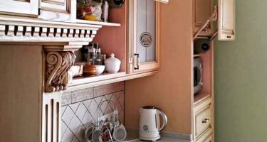 Фото функционала кухни из массива дерева на заказ от производителя