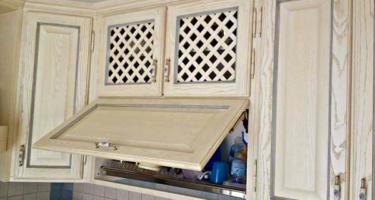 Фото кухни из деревянного массива слоновая кость