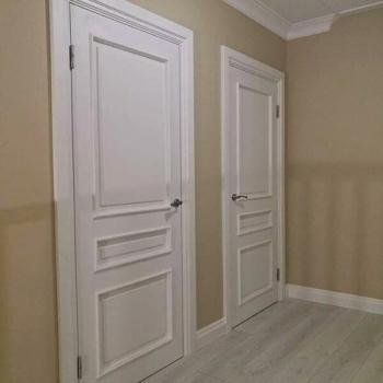 Двери из массива классические
