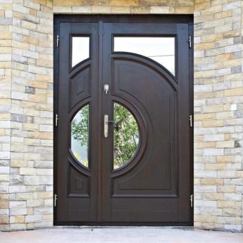 Двухстворчатые двери из массива в Краснодаре на заказ