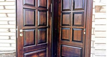 Двери из массива на заказ в Краснодаре