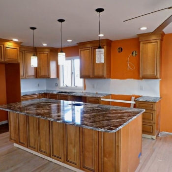 Мебельные фасады из массива для кухни на заказ